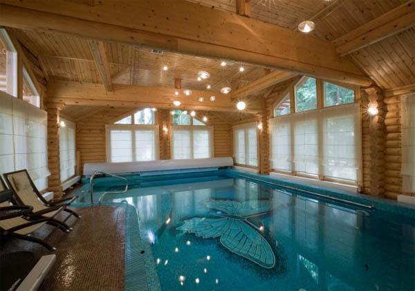 Как организовать бассейн у загородного дома